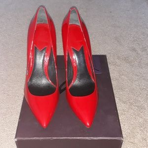 Red patent leather pumps 👠